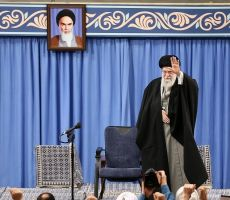 الإيرانيون يطالبون باستقالة آية الله خامنئي