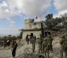 أنقرة تهدد دمشق وحلفاءها بدفع الثمن غاليا بعد مقتل 33 جنديا تركيا جراء قصف جوي