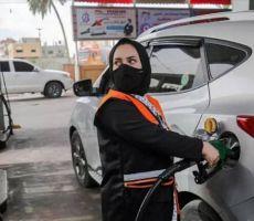 في سابقة..شابة من غزة تعمل في محطة للوقود