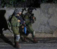 الاحتلال يعتقل 12 مواطنا بالضفة فجر اليوم