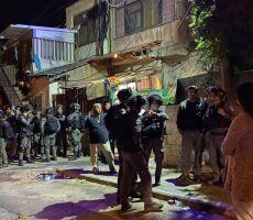 اصابات واعتقالات خلال اعتداء المستوطنين وقوات الاحتلال على حي الشيخ جراح