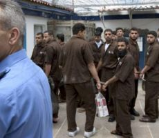 الاحتلال يشرع بخصم مستحقات الأسرى من الضرائب الفلسطينية