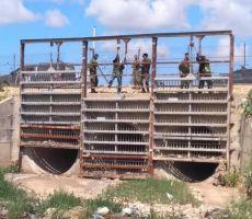 الاحتلال يفتح عبّارات محافظة قلقيلية لتهريب العمال