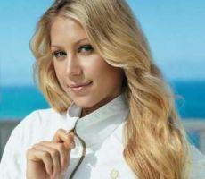 ثري عربي يشتري قطعة من ملابس لاعبة التنس كورنيكوفا الداخلية بـ30 ألف دولار