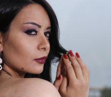 """امرأة تحاول حرق ممثلة لبنانيّة بـ""""الأسيد"""" لإفطارها في نهار رمضان!"""