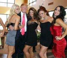كتاب جديد يكشف فضائح ترامب الجنسية : كان يحاول معاشرة زوجات أصحابه