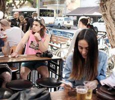 الإسرائيليون يتأخرون أكثر في الزواج