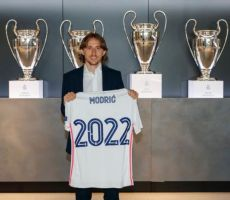 ريال مدريد يمدد عقد مودريتش حتى 2022