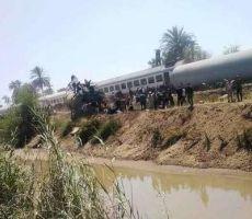 32 قتيلا بتصادم قطارين في مصر