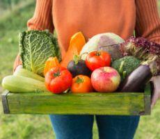 محلول منزلي رخيص يخلصك من آثار المبيدات الحشرية على الفاكهة