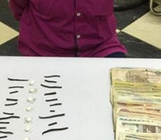 تاجر مخدرات ينتظر انتهاء صلاة العيد ليبيعها للمصلين أمام المسجد