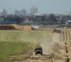 شبان يخترقون الحدود ويستولون على معدات لجيش الاحتلال