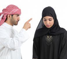 """""""شاهد"""" داعية سعودي يُجيز قتل المرأة التي تختلط بالرجال!"""