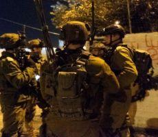 الاحتلال يشن حملة مداهمات وتفتيش واعتقال واسعة في الضفة