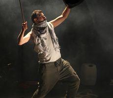 وهنا أنا لـِ أحمد طوباسي على خشبة مسرح الحرية