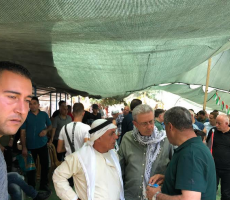 د.مصطفى البرغوثي :الخان الاحمر يواجه ببسالة مؤامرة التطهير العرقي