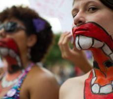 مادلين أولبرايت تكتب في يوم المرأة العالمي: أنقذوا النساء من أخطار السياسة