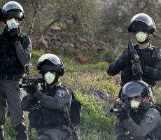 الخليل: الاحتلال يعتقل 4 مواطنين بينهم أسير محرر