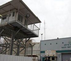 نادي الأسير: قوات القمع تقتحم قسم (4) في معتقل
