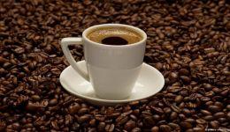 دراسة: 4 أكواب من القهوة يوميا تحد من زيادة الوزن