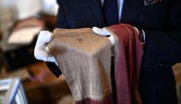 بالصور:جورب وقطعة قماش ملطخة بدم نابليون في مزاد