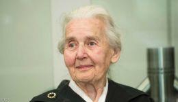 'جدة النازية' إلى السجن بسبب 'أكبر كذبة في التاريخ'