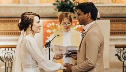 فيروس كورونا: ممرضة وطبيب يتزوجان في المستشفى الذي يعملان فيه