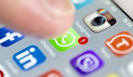 واتساب يبدأ بعرض الإعلانات خلال أشهر وسط استياء المستخدمين من القرار