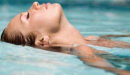 ماذا يفعل ماء البحر في بشرتك؟