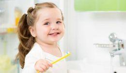 أفضل وقت لبدء تنظيف أسنان أطفالك