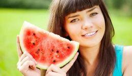 لهذا السبب ينصح الخبراء بتناول البطيخ مع بذوره!