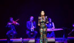 بالصور: سارة الهاني تغني 'كوكب الشرق' على مسارح باريس