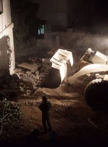 هدم منزل منفذ عملية 'حلميش' وإصابة صحفي اثناء تغطية الحدث