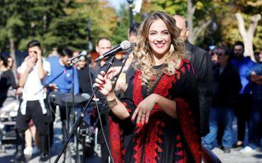 فيديو:دلال ابو آمنة تغني مزيج من التراثين التركي والفلسطيني ' يا زماني '