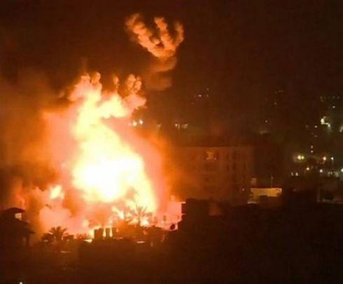 خسائر بملايين الشواكل: احراق قاعدة إسرائيلية بالخليل