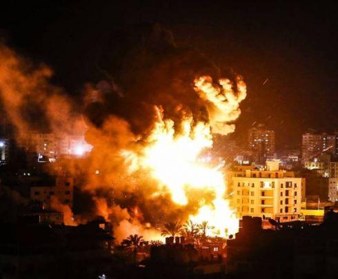فيديو.. اصابات- قصف اسرائيلي متواصل على قطاع غزة وتدمير مكتب هنية