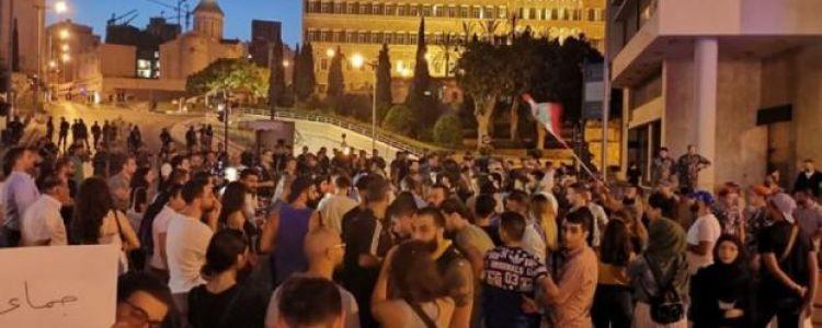 بعد الاحتجاجات.. الحريري يتراجع عن فرض ضرائب على 'واتساب'
