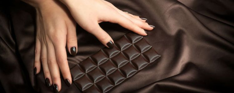 تناول الشوكولاتة الداكنة يحمي من مرض خطير