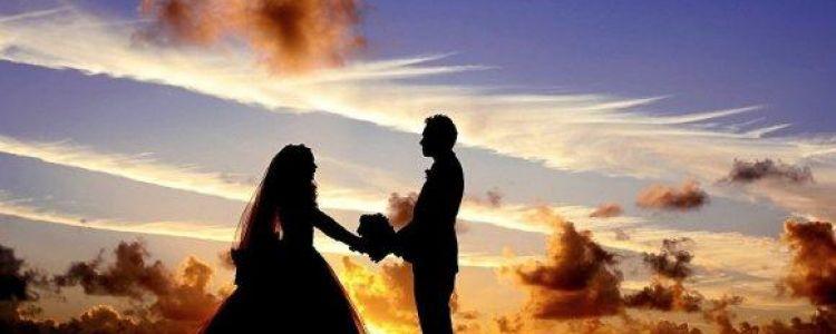 فتاة تتزوج من حبيبها المريض قبل وفاته بيوم