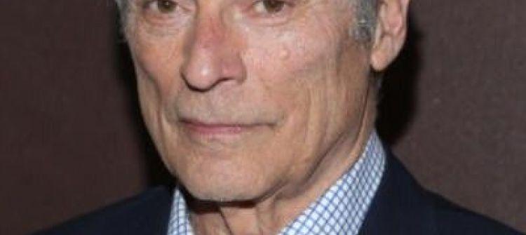 مصرع الصحفي الأمريكي الشهير بوب سايمون في حادث سير بمدينة نيو يورك
