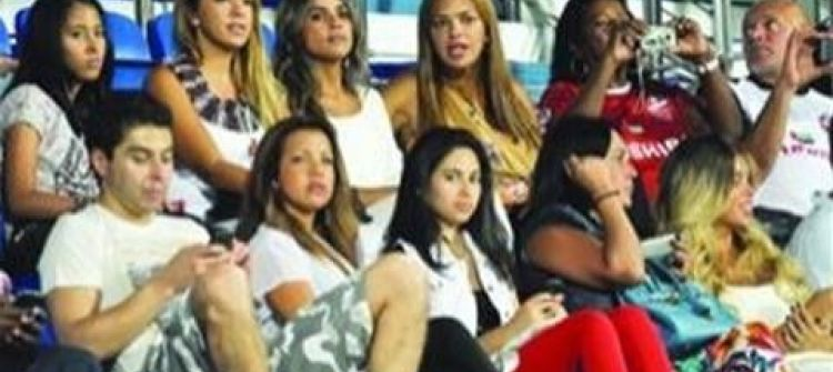 زوجات اللاعبين الأجانب يثرن غضب الجمهور الإماراتي