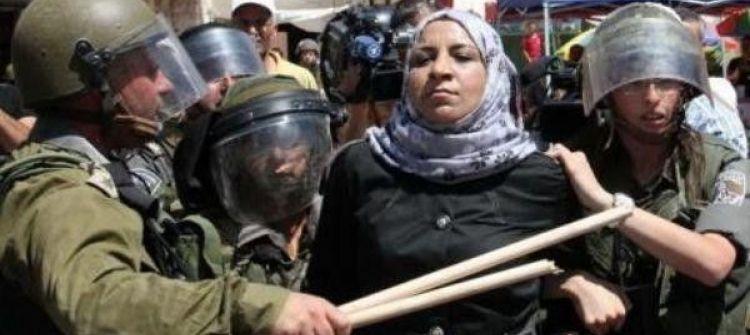 الاحتلال يبعد سيدتين و6 أطفال عن الاقصى
