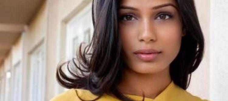 الممثلة الهندية فريدا بينتو تدعو العالم إلى تعليم الفتيات