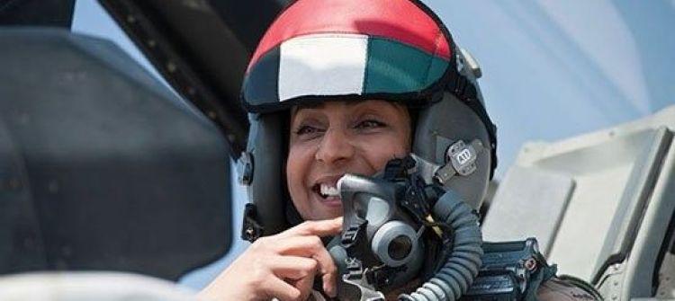 مريم المنصورى أول طيار امرأة فى القوات الجوية الإماراتية