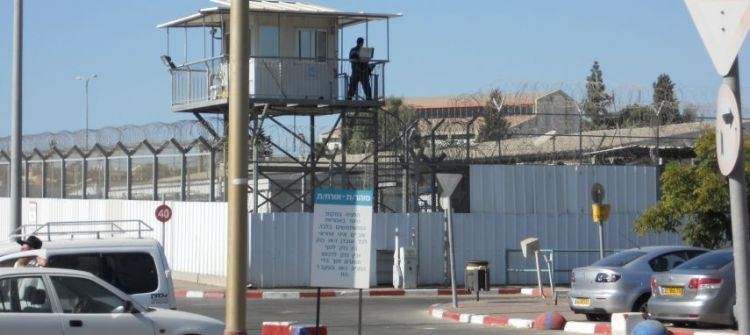 بالاسماء:محاكم الاحتلال تمدد اعتقال (49) أسيراً