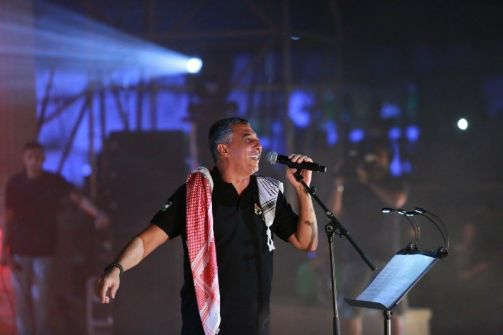 بالصور:عمر العبداللات يشعل أجواء مسرح مدينة روابي في فلسطين وسط حضور فاق '20' ألف شخص