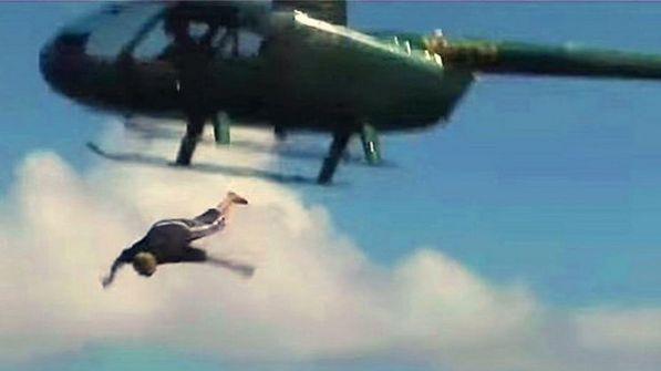 لخلافه مع زوجته.. طيار حربي انتحر قفزا من هليكوبتر على ارتفاع 1000 متر