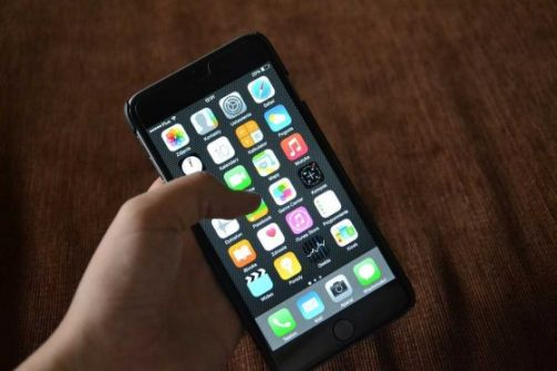 كيف تفرغ مساحة تخزين في هاتف آيفون دون الحاجة لحذف التطبيقات؟