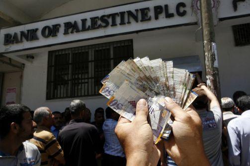 الحكومة الفلسطينية ترفض العنف المسلح في قضية الأسرى وتقف إلى جانب شعبها