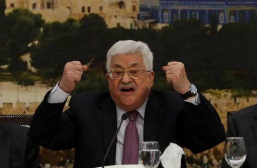 واللا العبري: عباس يدير لعبة 'روليت روسية' وبإمكانه التفوق فيها على نتنياهو